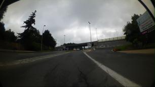 Une voie d'accélération devant laquelle le cycliste devra se prosterner pour circuler