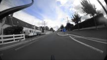 L'écluse en allant vers la grand route, avec un créneau pour le vélo