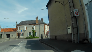 À gauche, c'est le quartier de Lamballe, à droite, St-Vincent.