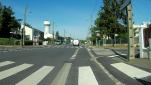Avenue de Verdun, piste séparée, revêtement dégradé mais circulable. Si vous tournez rue Anatole France, vous arriverez dans la zone de l'orée de la forêt (la forêt a été coupée pour construire la zone), revêtement fortement dégradé.