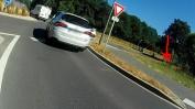 Ne pas rouler dans le diverticule évite 2 bordures !