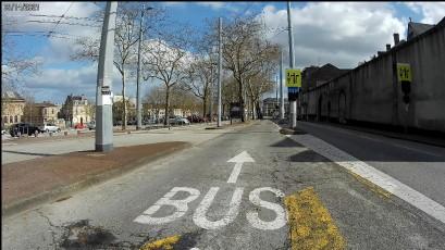 Voie bus « au milieu de la chaussée »